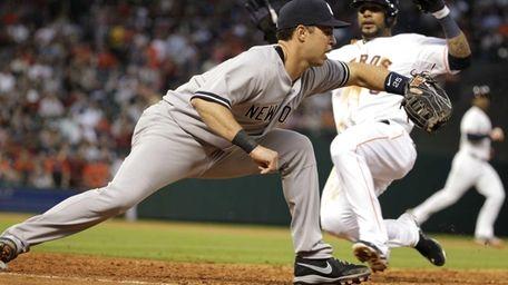 Yankees first baseman Mark Teixeira doubles off Houston