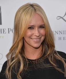Jennifer Love Hewitt arrives at the Launches of