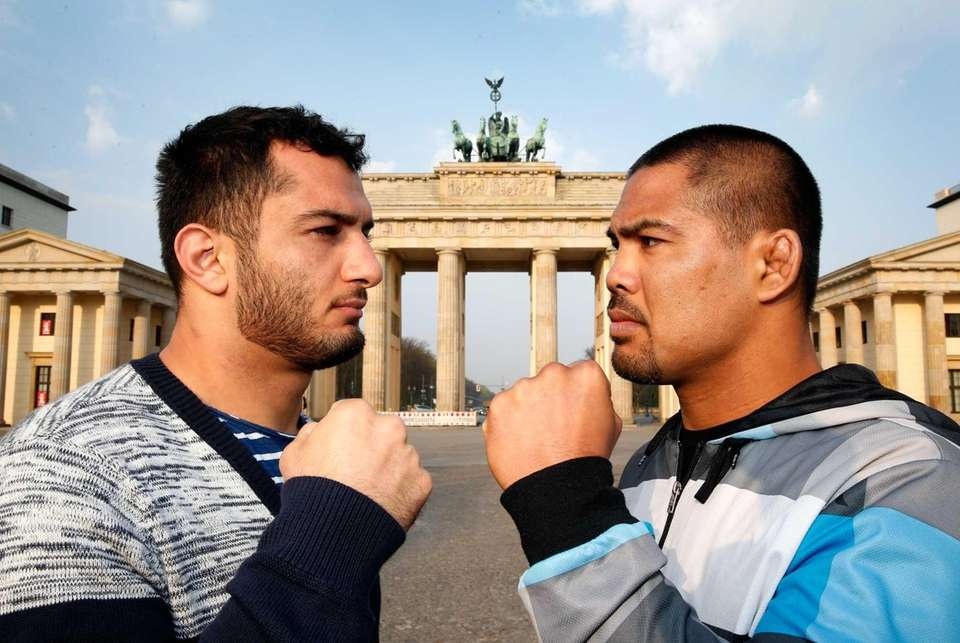 Mark Munoz, right, and Gegard Mousasi face off