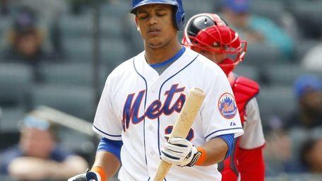 Juan Lagares of the Mets walks back to