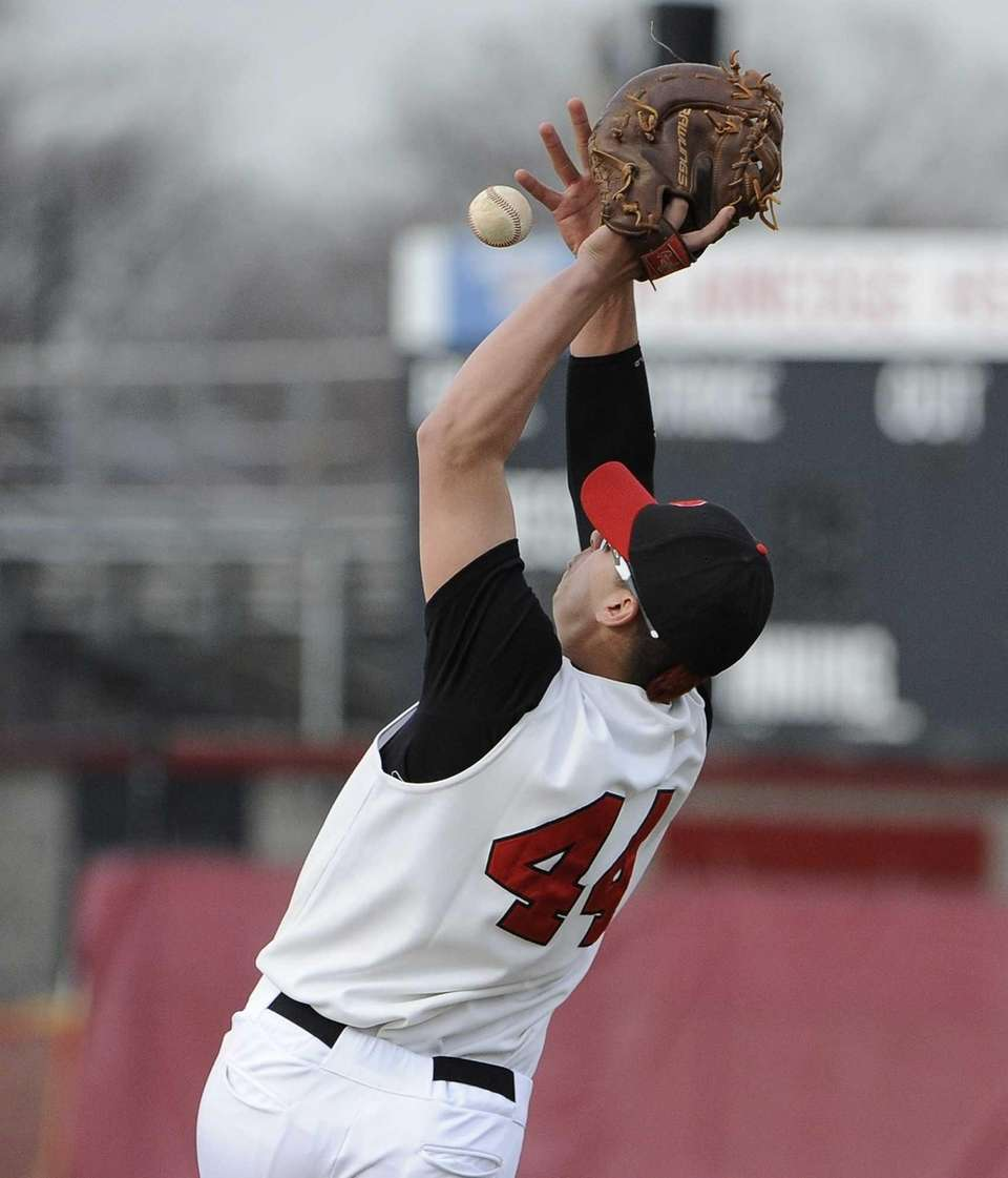 Plainedge's Vinny Aschentino can't make the catch on