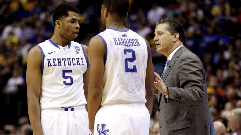 Head coach John Calipari speaks with Andrew Harrison