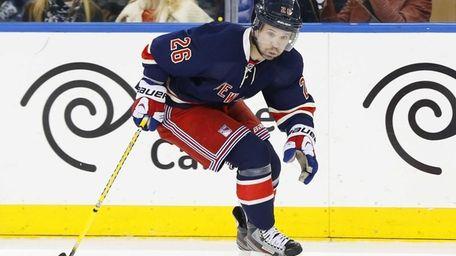 Martin St. Louis of the Rangers skates against