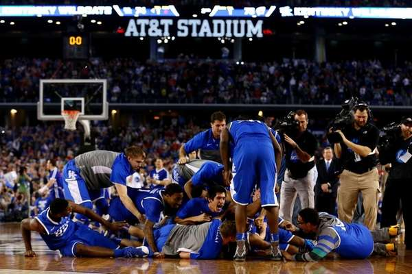 The Kentucky Wildcats celebrate after defeating the Wisconsin