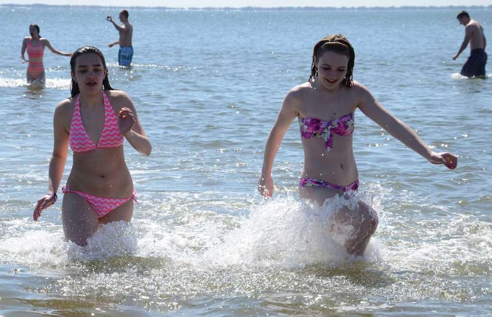 A pair of polar plungers retreat back to