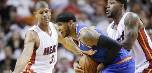 Carmelo Anthony, center, is fouled by Miami Heat