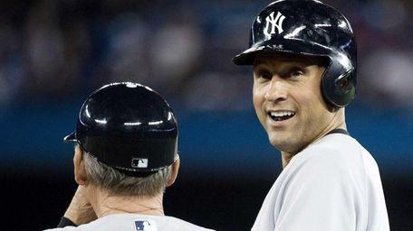 Derek Jeter, right, talks with Yankees first base