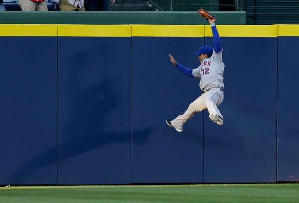 Centerfielder Juan Lagares of the Mets makes a