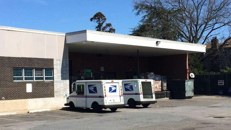 Cops Merrick Postal Worker Sold From Mail Truck