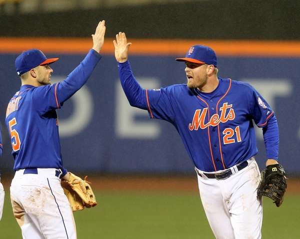 David Wright celebrates the win with Lucas Duda