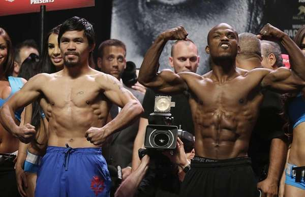 Manny Pacquiao, left, and Timothy Bradley pose for
