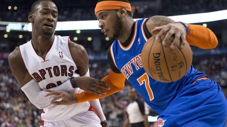 Raptors guard Terrence Ross defends Carmelo Anthony during