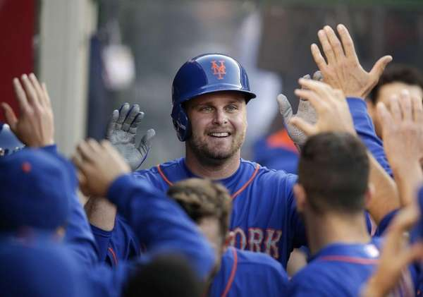 Mets' Lucas Duda, center, celebrates his home run