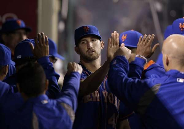 Mets starting pitcher Jonathon Niese, center, is greeted
