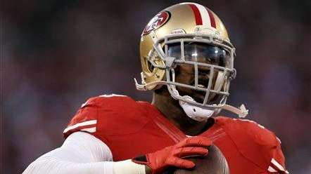 San Francisco 49ers linebacker Aldon Smith warms up