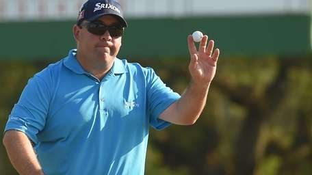 Kevin Stadler reacts after putting on the 18th