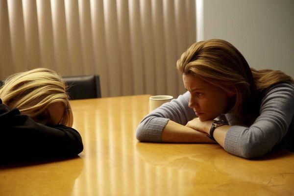 Dakota Fanning as Ronnie Fuller and Elizabeth Banks