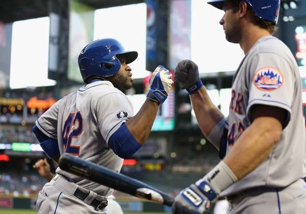 Eric Young Jr. of the Mets high fives