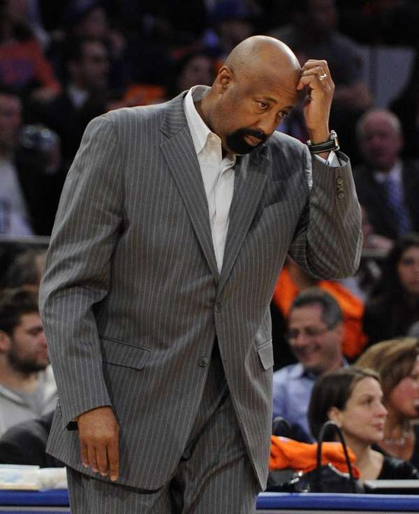 Knicks head coach Mike Woodson walks on to