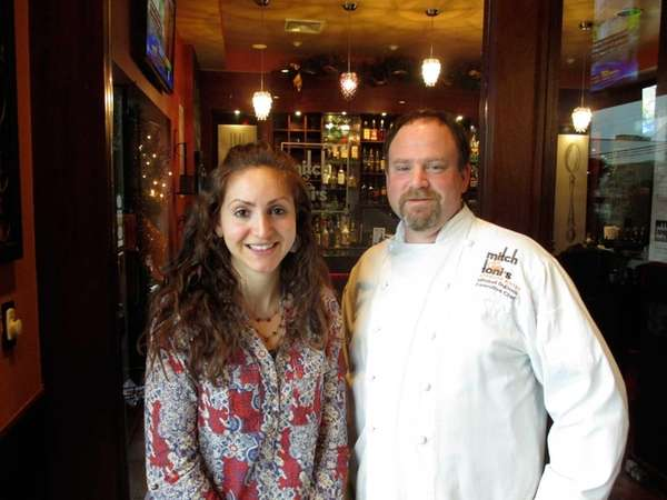 Oncology dietitian Hillary Sachs and chef Mitchell SuDock