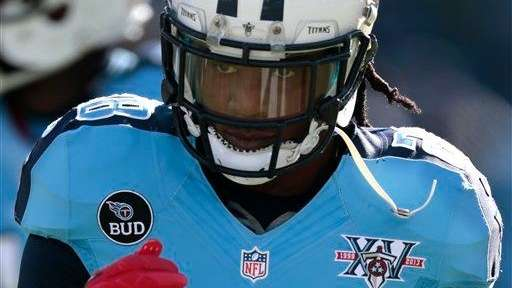 Tennessee Titans running back Chris Johnson warms up