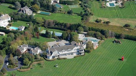 The Bridgehampton estate of Howard Lutnick is located