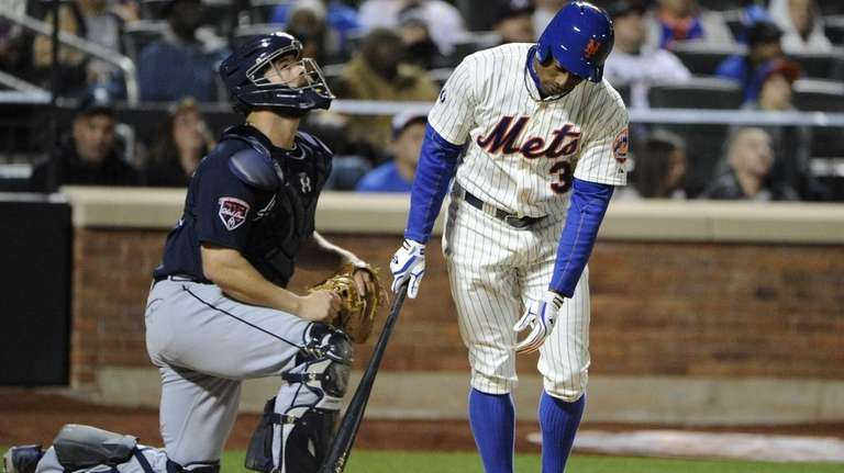 Mets' Curtis Granderson reacts to his hit as
