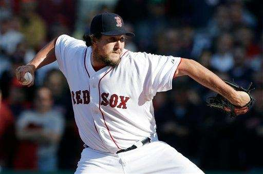 Boston Red Sox relief pitcher Joel Hanrahan delivers