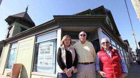 From left, Marie Genovese, Eugene King, co-owner of