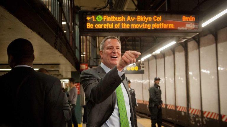 Mayor Bill de Blasio speaks with commuters in