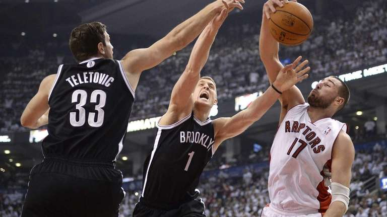 Toronto Raptors forward Jonas Valanciunas, right, vies for
