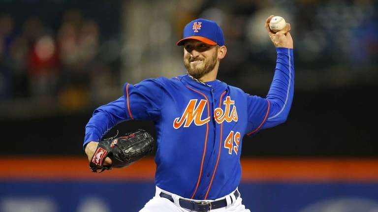 Jonathon Niese of the Mets pitches in the