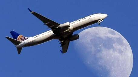 A United Airlines jet plane landing at Los