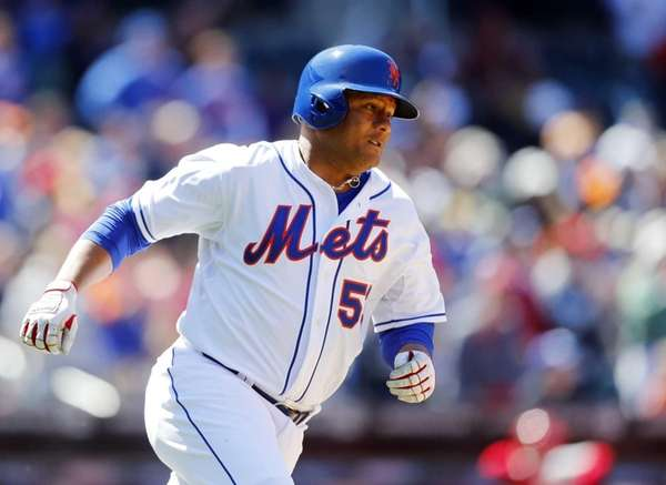 Bobby Abreu of the Mets runs out his