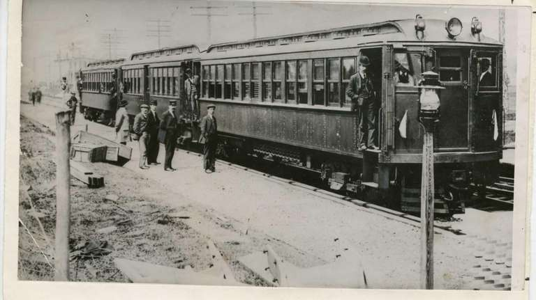 The first LIRR electric train to Hempstead on