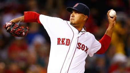 Felix Doubront of the Boston Red Sox pitches