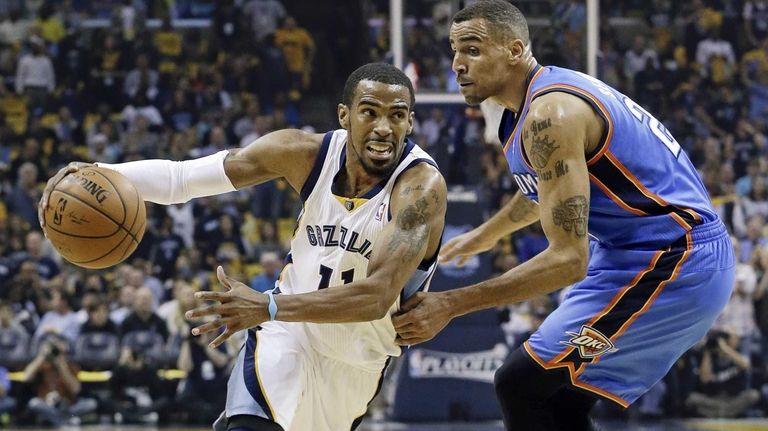 Memphis Grizzlies guard Mike Conley drives against Oklahoma