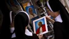 Poland nuns buy portraits of late Pope Pope