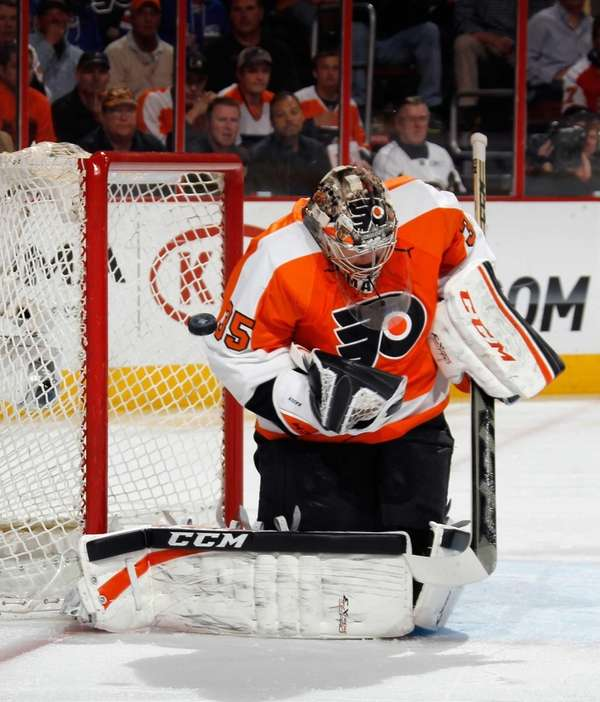 Steve Mason of the Philadelphia Flyers makes the