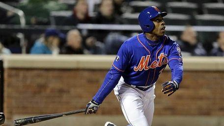 Mets rightfielder Curtis Granderson flies deep to center