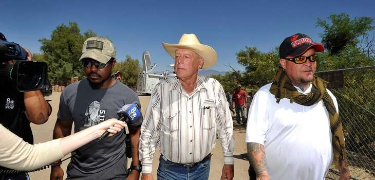 Rancher Cliven Bundy (C) with body guards departs