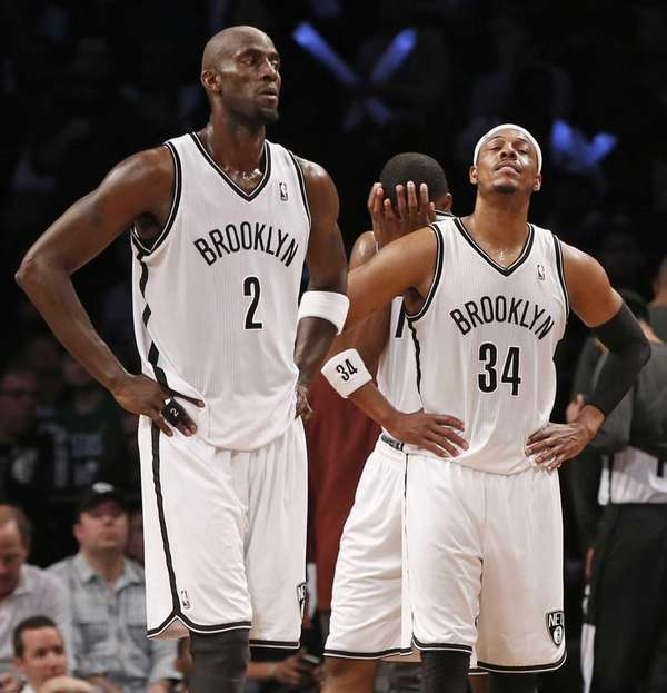 Kevin Garnett (2) and forward Paul Pierce (34)