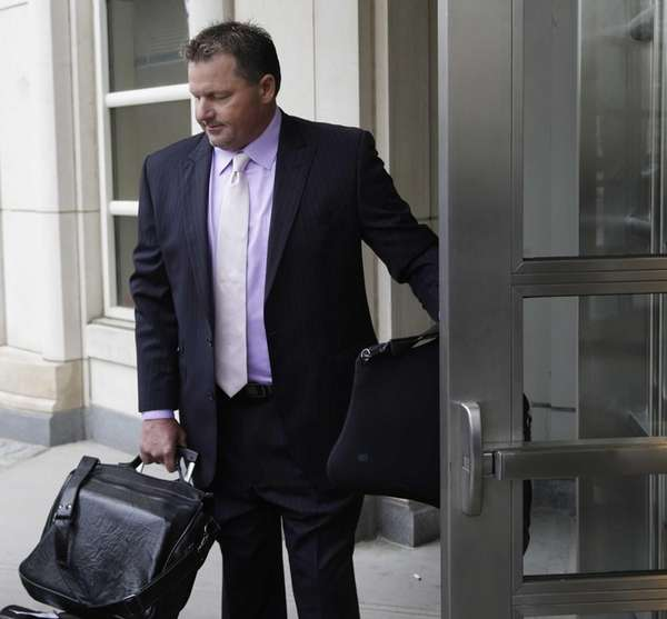 Roger Clemens arrives at federal court in New