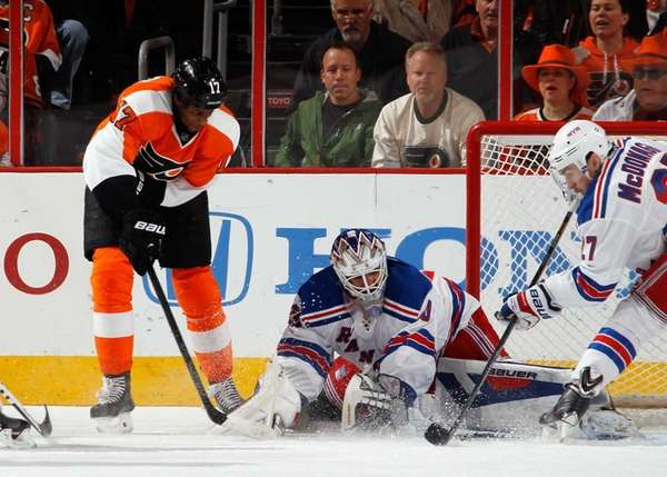 Wayne Simmonds of the Philadelphia Flyers takes the