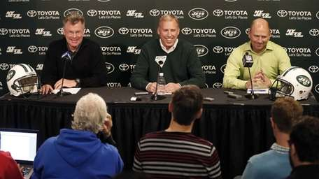 New York Jets general manager John Idzik, center,