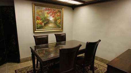 The small private dining room at Yummy Sushi