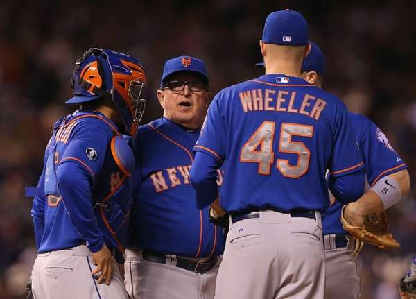 Pitching coach Dan Warthen of the Mets visits
