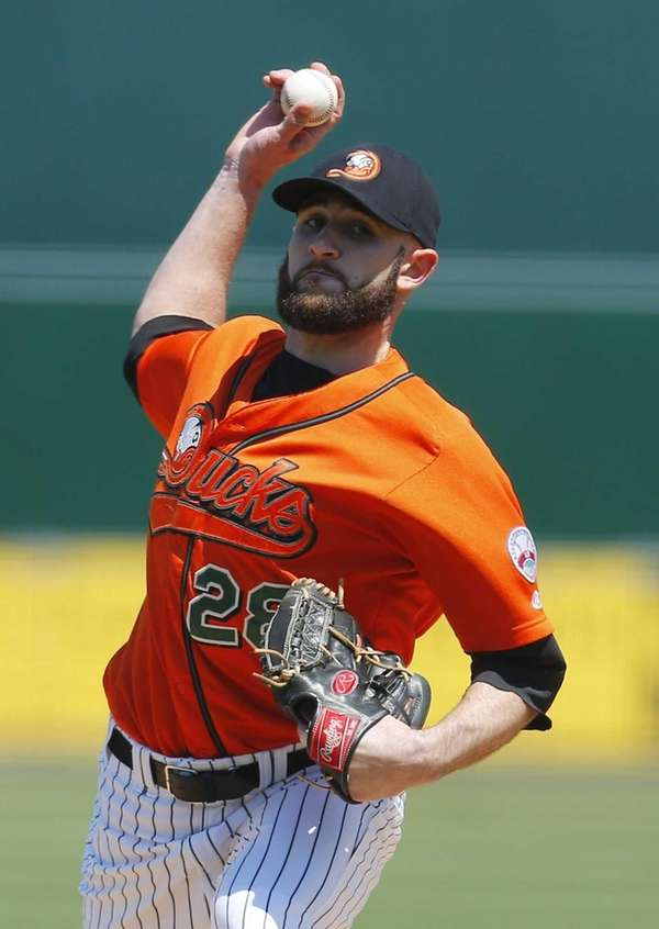 Shaun Garceau of the Ducks pitches in the