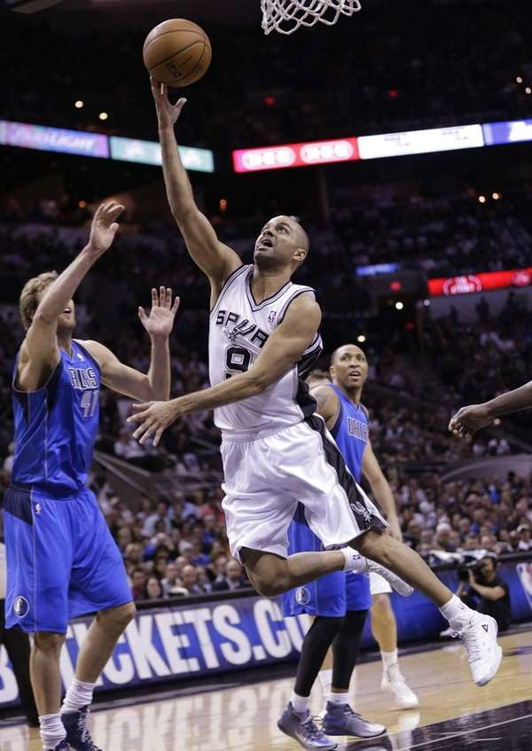 The San Antonio Spurs' Tony Parker (9) shoots