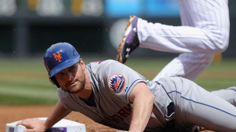 Daniel Murphy gets caught in a double play